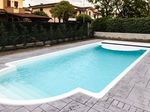 Piscine monoblocco minetto piscine hotel resort campeggi - Piscina monoblocco usata ...